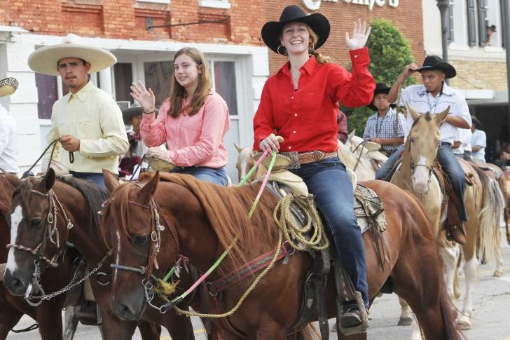 Benson Mule Days - People riding mules