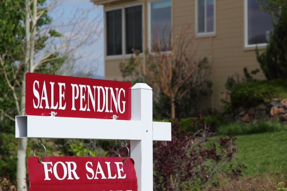 How Home Buyers Can Make the Closing Process Smoother