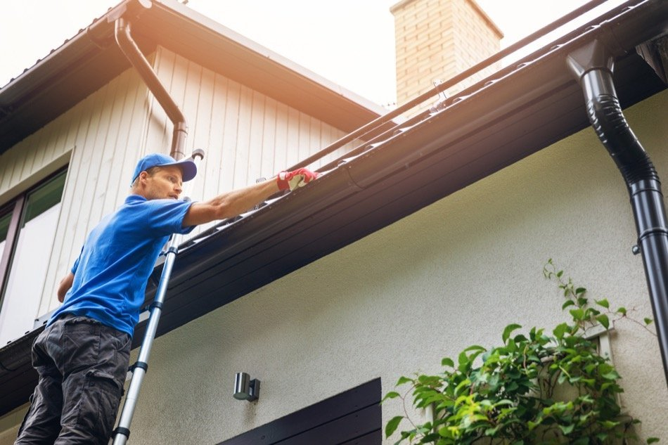 Does Your Home Need Professional Gutter Cleaning? How To Tell