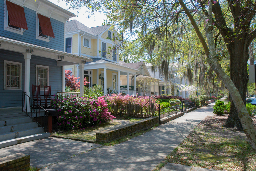Wilmington, NC Homes along a street with sidewalk