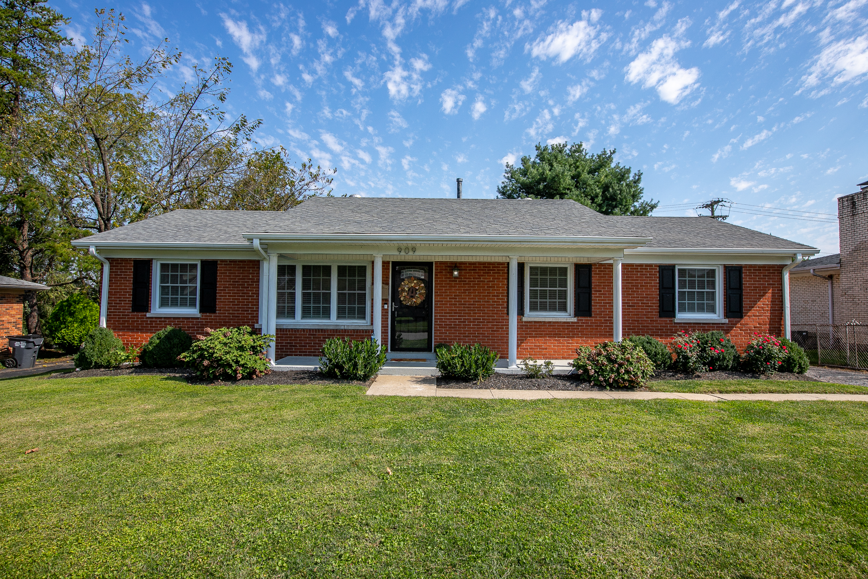 picture of 909 Lily Drive in Lexington, KY 40504, Ranch home listed by Kim Soper Realtor