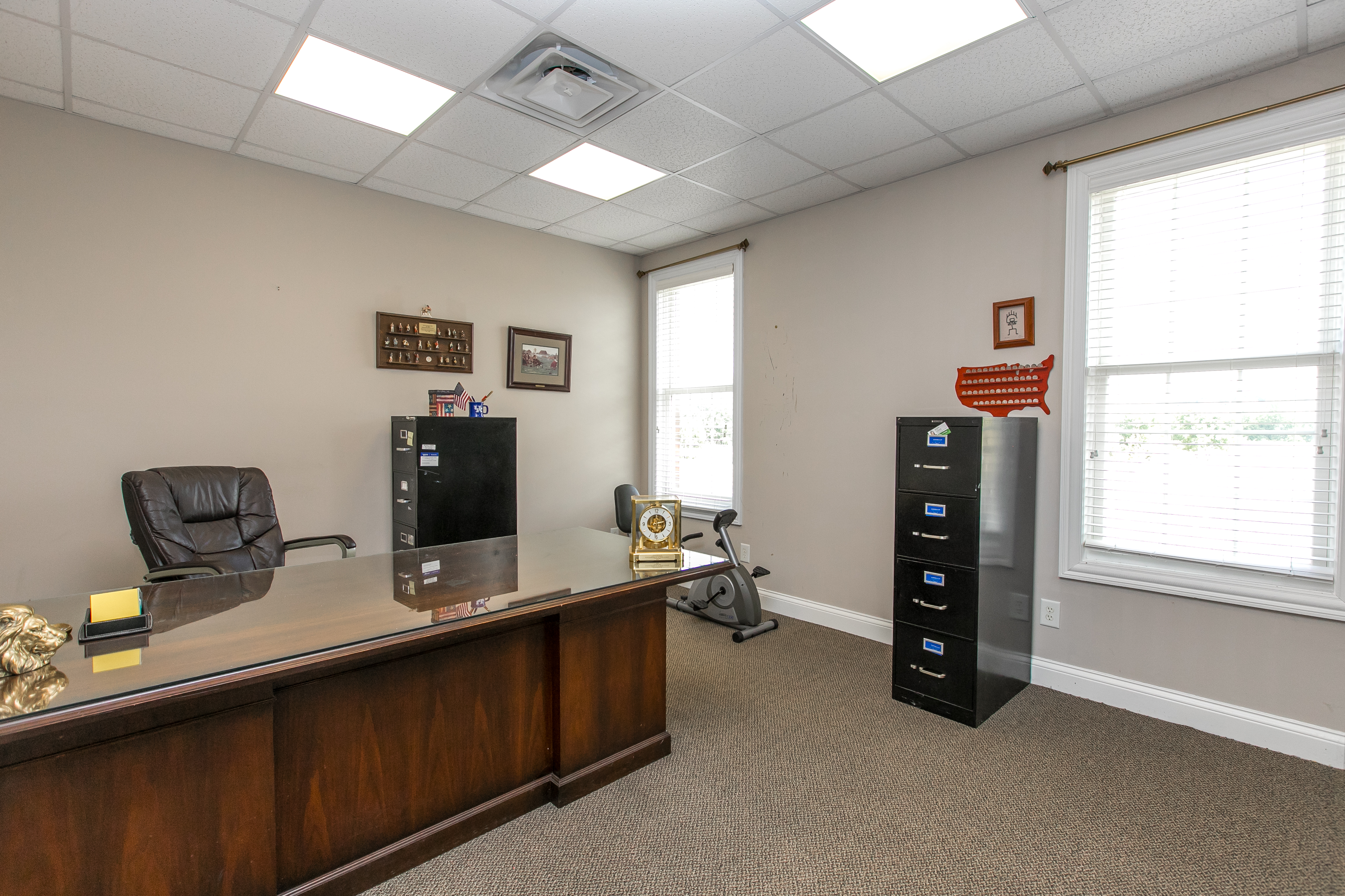 desk and interior picture of 2220 Executive Dr Lexington KY