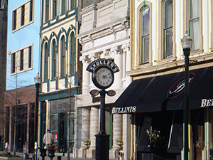 Skullers Clock in front of historic buildings on Main Street in Lexington KY