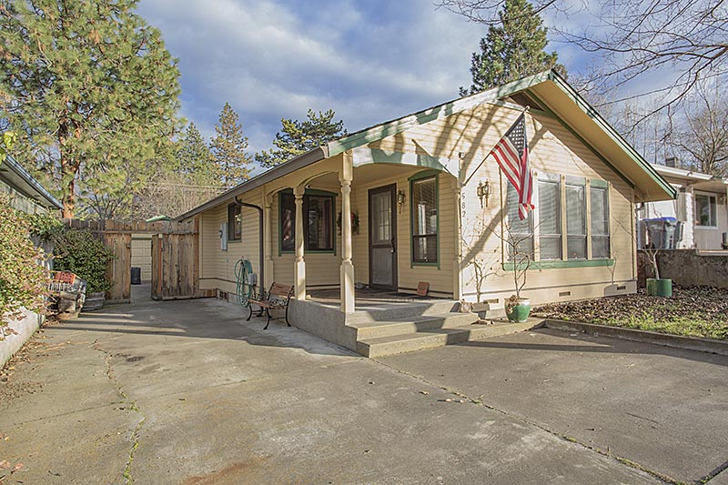 582 Ray Ln, Ashland OR house for sale