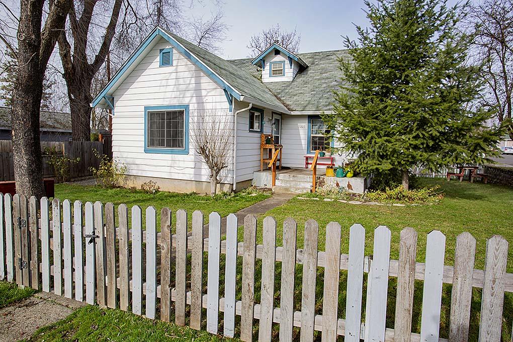 1331 Saling Medford, Oregon Home for Sale