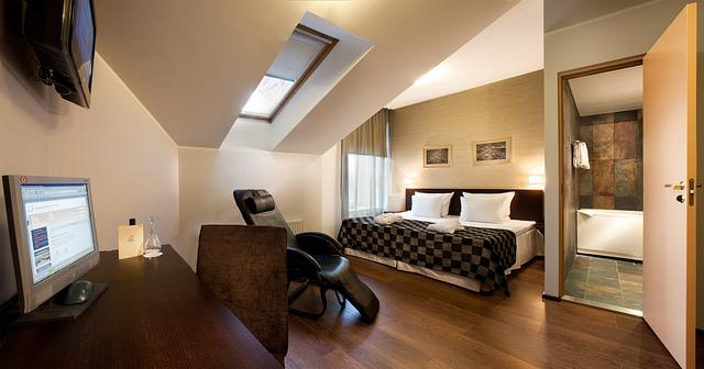 Hotel Room -Image Credit: https://www.flickr.com/photos/uniquehotelsgroup/5690658584