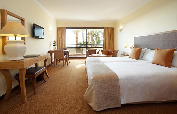 Hotel Room - Image Credit: https://www.flickr.com/photos/portobaytrade/4624882514