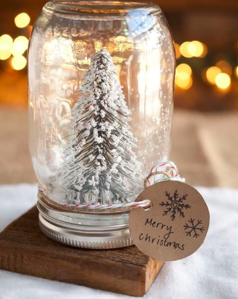 A DIY Christmas snow globe
