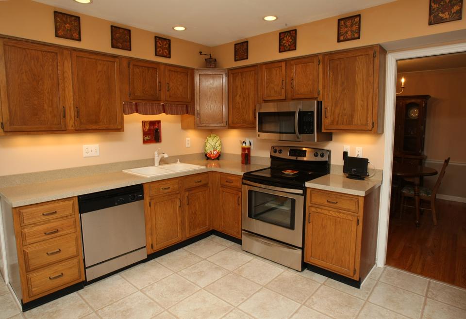 1100 Clerkenwell Road Louisville, KY 40207 Kitchen