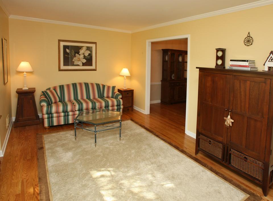 1100 Clerkenwell Road Louisville, KY 40207 Living Room