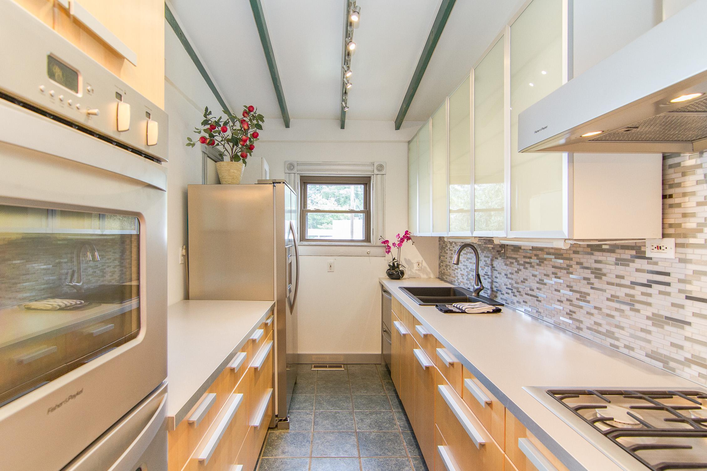 1128 E Breckinridge Street Louisville, KY 40204 Kitchen