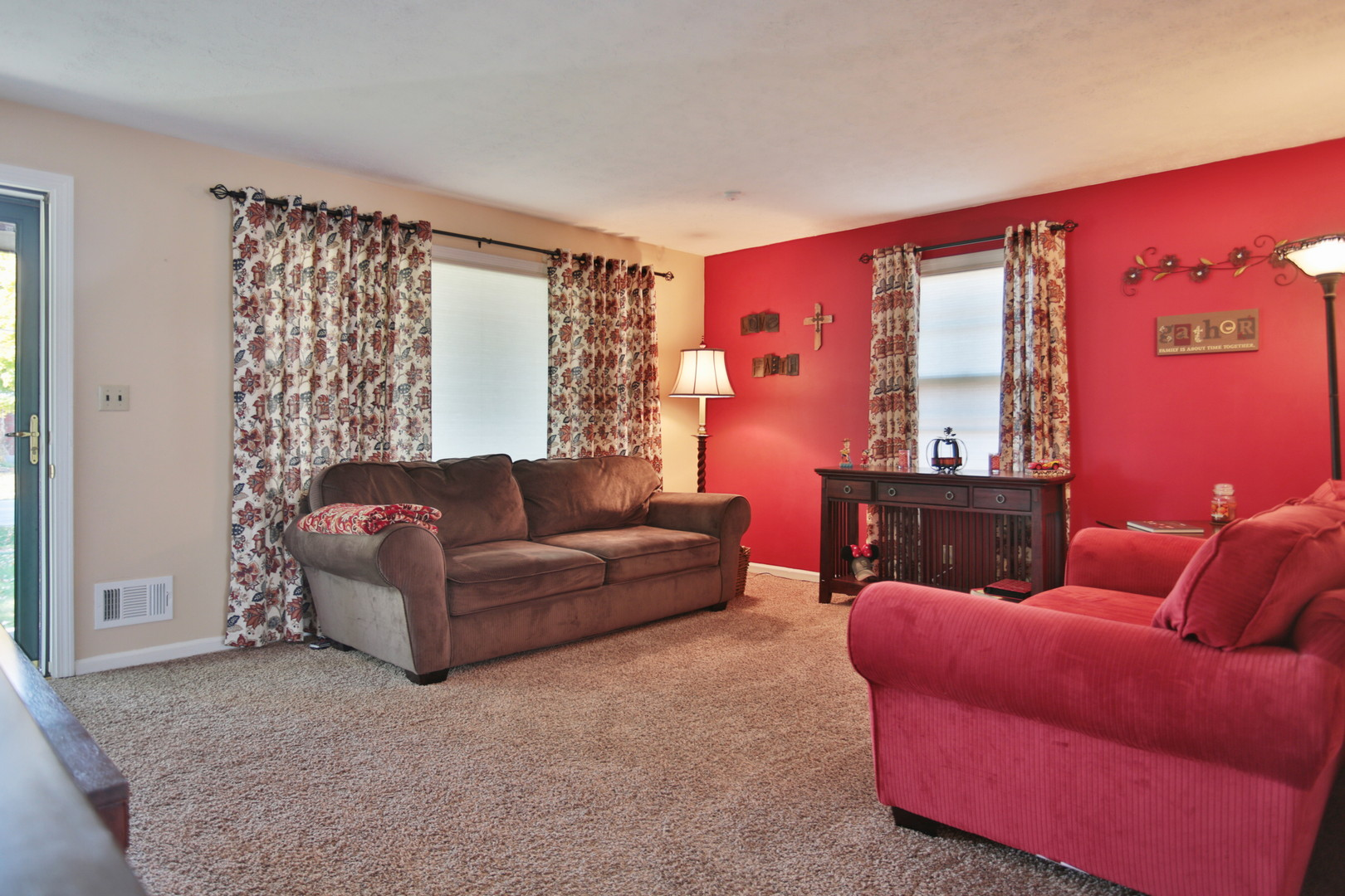 11413 Flowervale Lane Louisville, KY 40272 Living Room