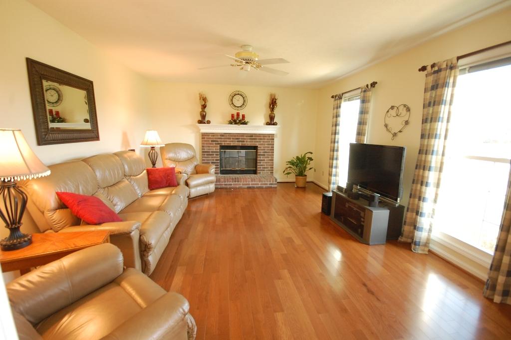 12346 Spring Meadow Drive Louisville, Kentucky 40299 Living Room