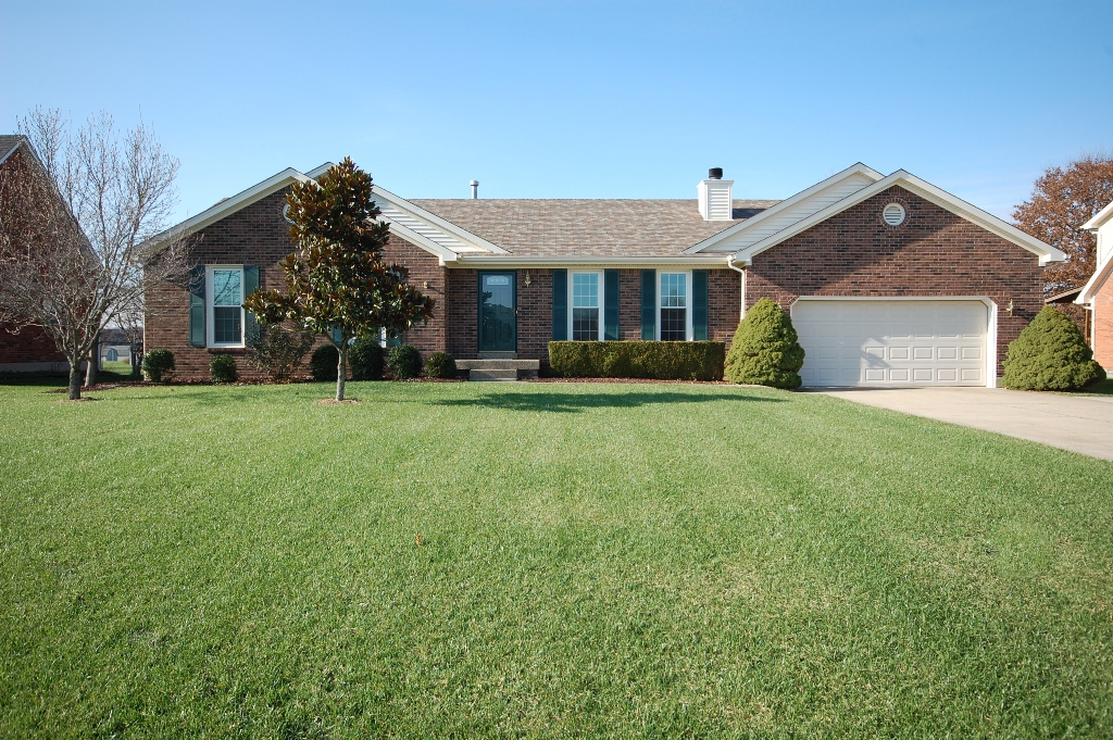 12346 Spring Meadow Drive Louisville, Kentucky 40299 Home for Sale