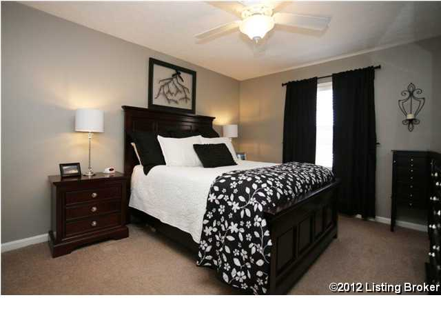 1364-202 Mariemont Court Louisville, KY 40222 Bedroom