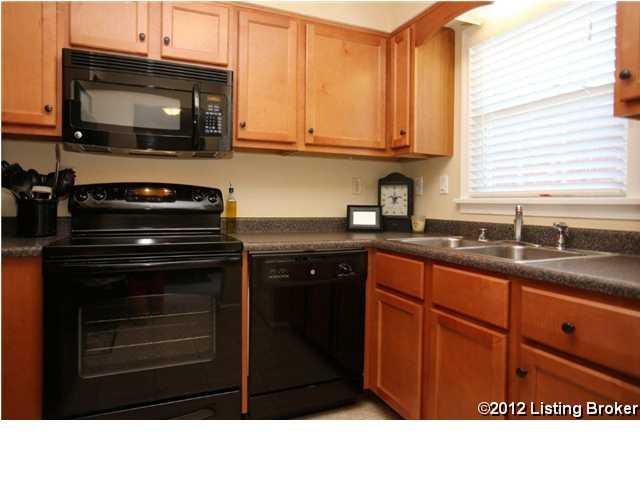 1364-202 Mariemont Court Louisville, KY 40222 Kitchen