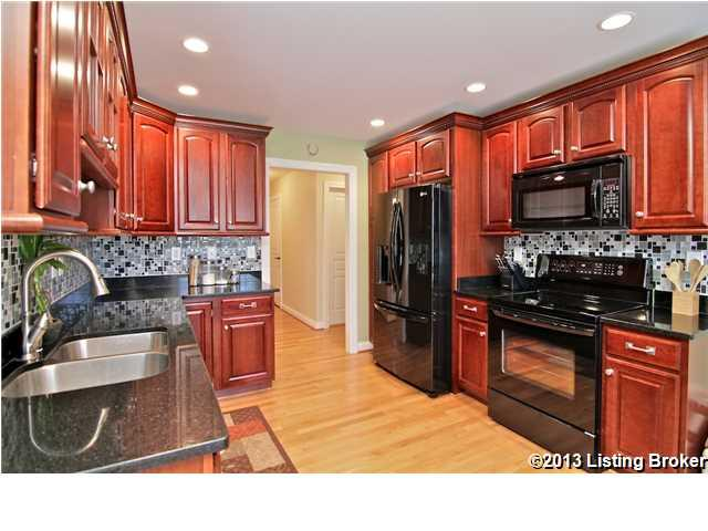 13711 Forest Bend Circle Louisville, KY 40245 Kitchen