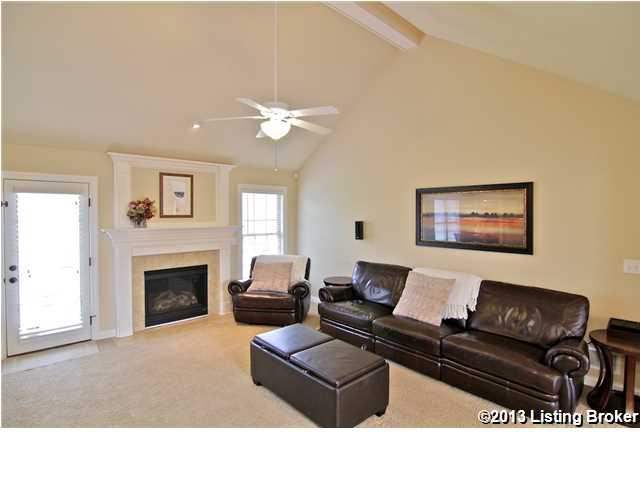 13711 Forest Bend Circle Louisville, KY 40245 Living Room