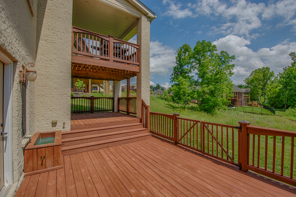 14004 Glendower Drive Louisville, KY Deck