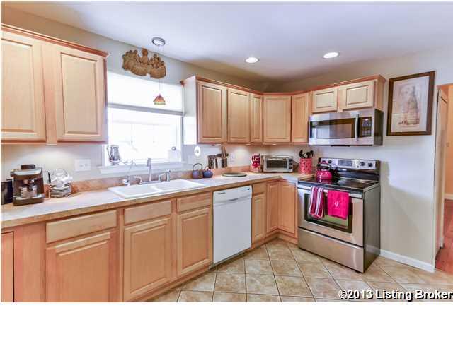 154 N Bellaire Avenue Louisville, KY 40206 Kitchen