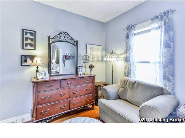 154 N Bellaire Avenue Louisville, KY 40206 Sitting Room