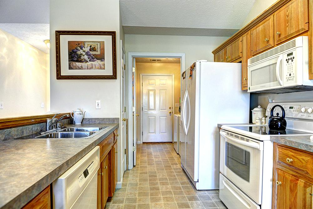 165 Park Ridge Drive Mt. Washington, KY 40047 Kitchen