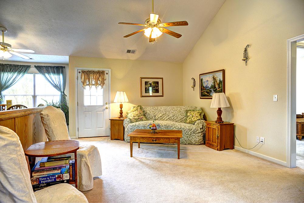 165 Park Ridge Drive Mt. Washington, KY 40047 Living Room