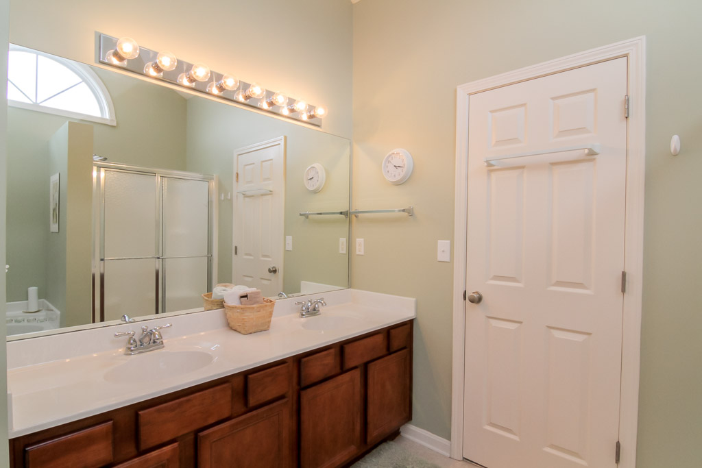 16724 Summit Vista Way Louisville, KY 40245 Master Bathroom