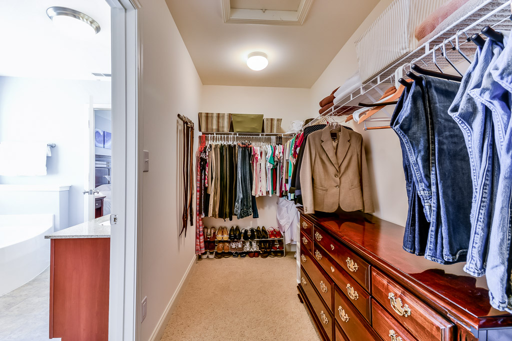 1708 Belay Way Louisville, KY 40245 Master Closet