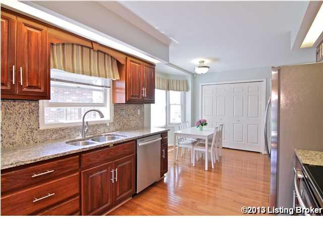 1809 Chaucer Court Louisville, KY 40220 Kitchen