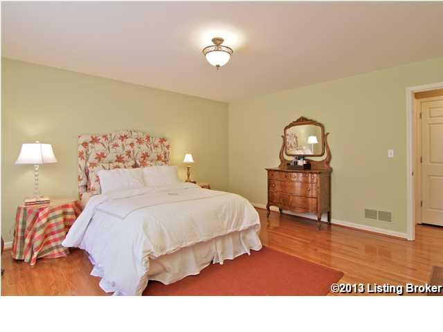 1809 Chaucer Court Louisville, KY 40220 Master Bedroom