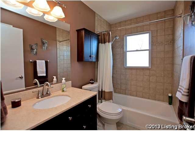 2505 Lorene Avenue Louisville, Kentucky 40216 Bathroom