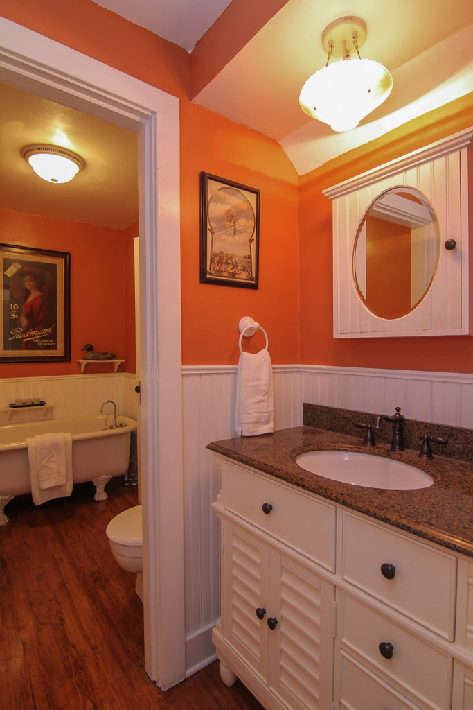 303 Maple Avenue Pewee Valley, KY 40056 Bathroom