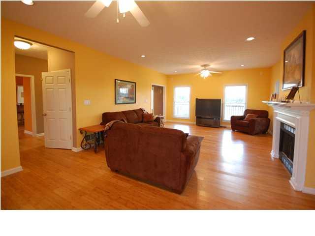 3500 Zaring Mill Road Shelbyville, Kentucky 40065 Living Room
