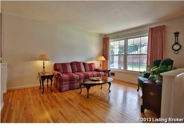 3809 Tuesday Way Louisville, Kentucky 40219 Living Room