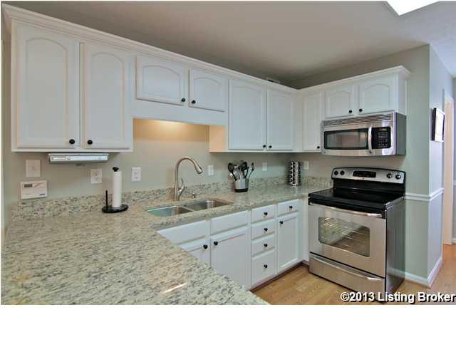 3900 Fairfield Meadow Drive Louisville, Kentucky 40245 Kitchen