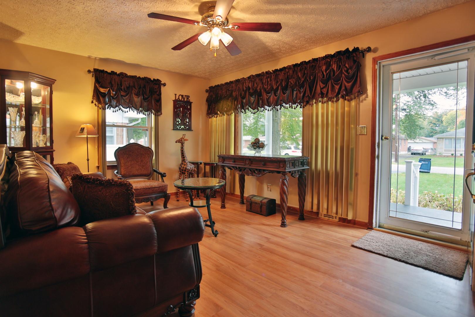 4033 Addison Lane Louisville, KY 40216 Living Room