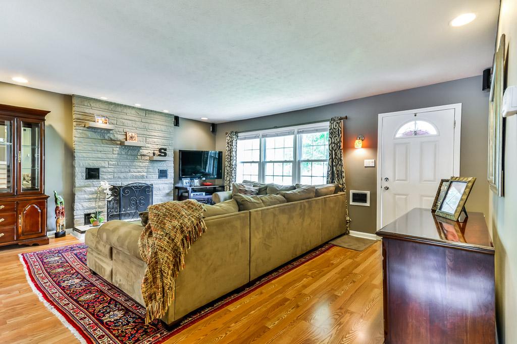 4300 Brookhaven Avenue Louisville, KY 40220 Living Room