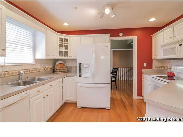 4313 Meadowbend Way Louisville, KY 40218 Kitchen