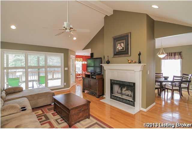 4313 Meadowbend Way Louisville, KY 40218 Living Room