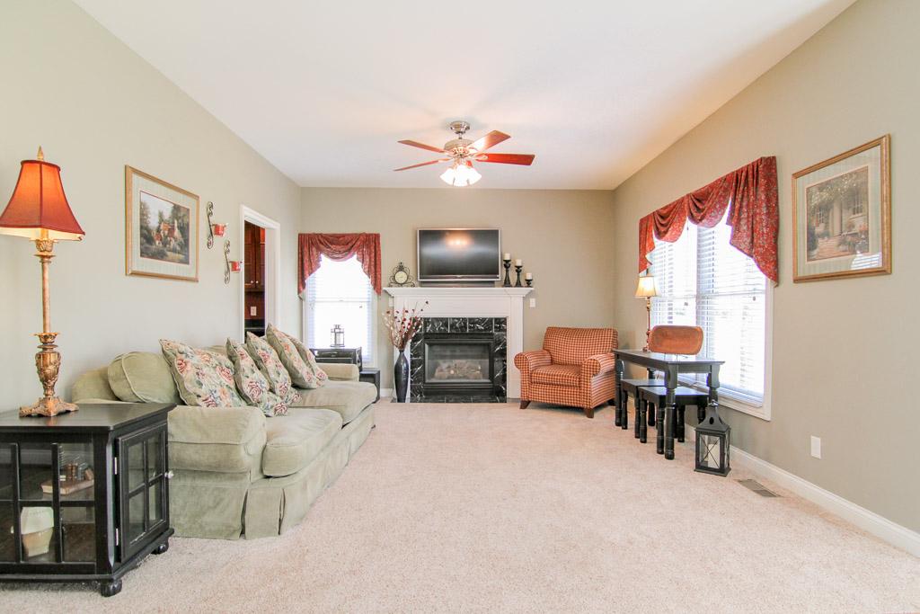 4612 North Ridge Circle Crestwood, KY 40014 Living Room