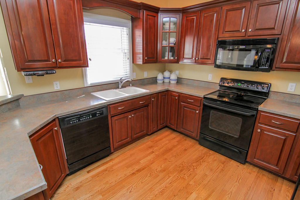 4612 North Ridge Circle Crestwood, KY 40014 Kitchen