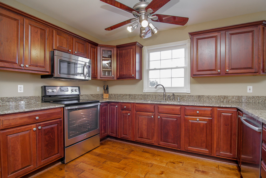 4722 Sunny Hill Drive Crestwood, KY Kitchen