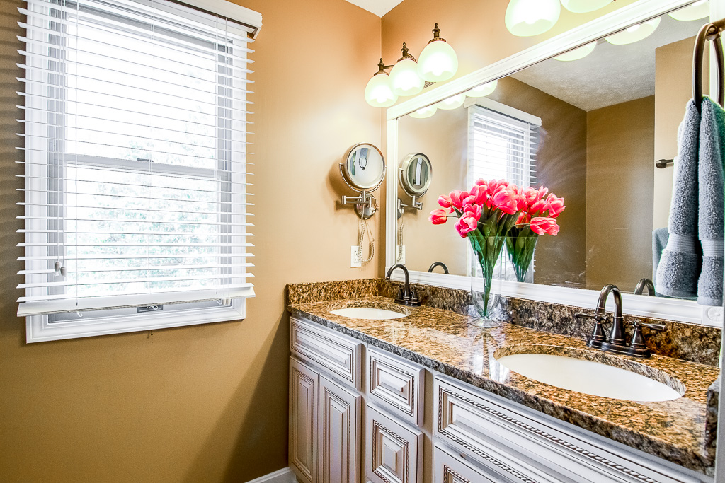5213 Rainmaker Court Louisville, KY Master Bath