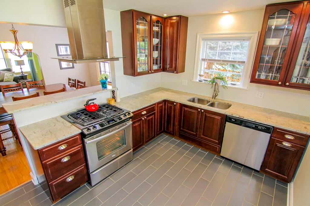 524 Iola Road Louisville, KY Kitchen