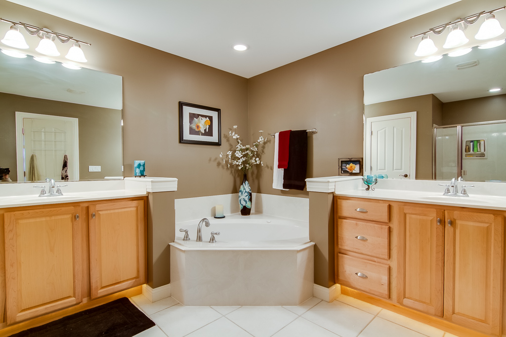 599 Vawter Lane Shelbyville, KY Master Bathroom