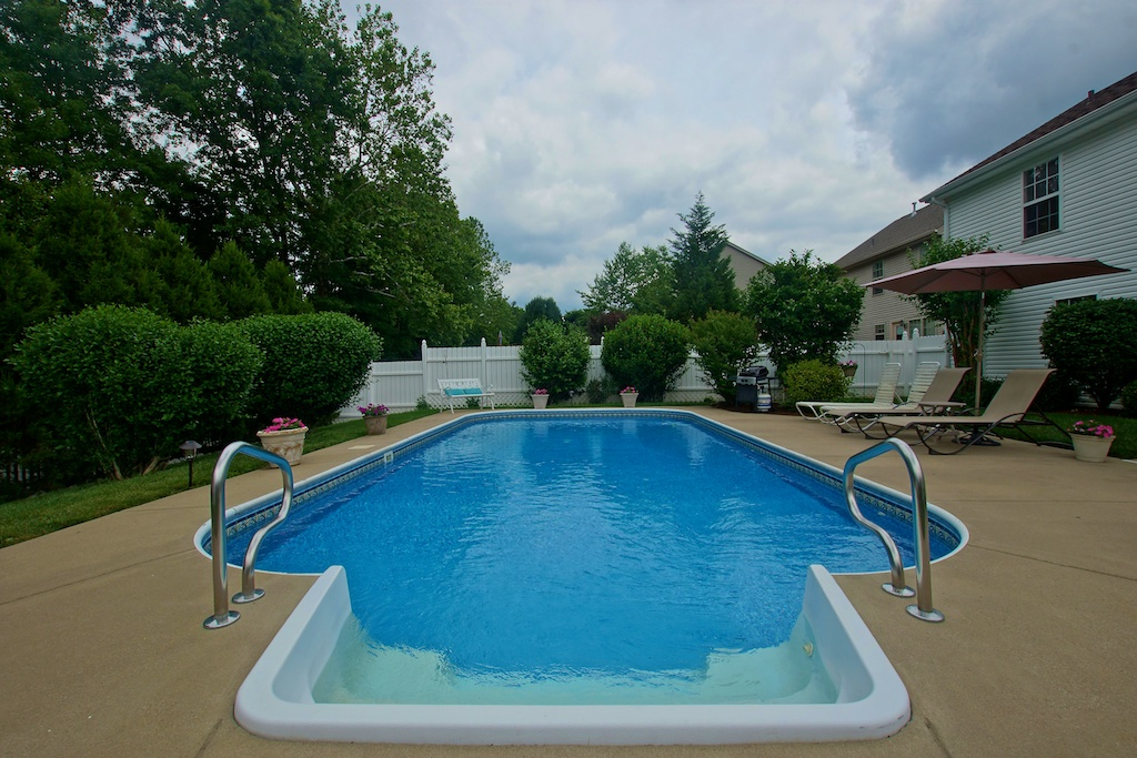 7225 Quindero Run Road Louisville, KY 40228 Pool