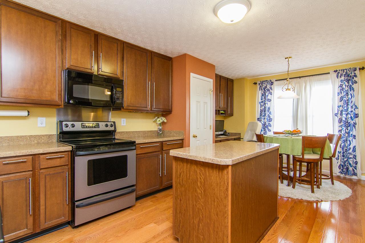 7611 Gadwall Way Louisville, KY 40218 Kitchen