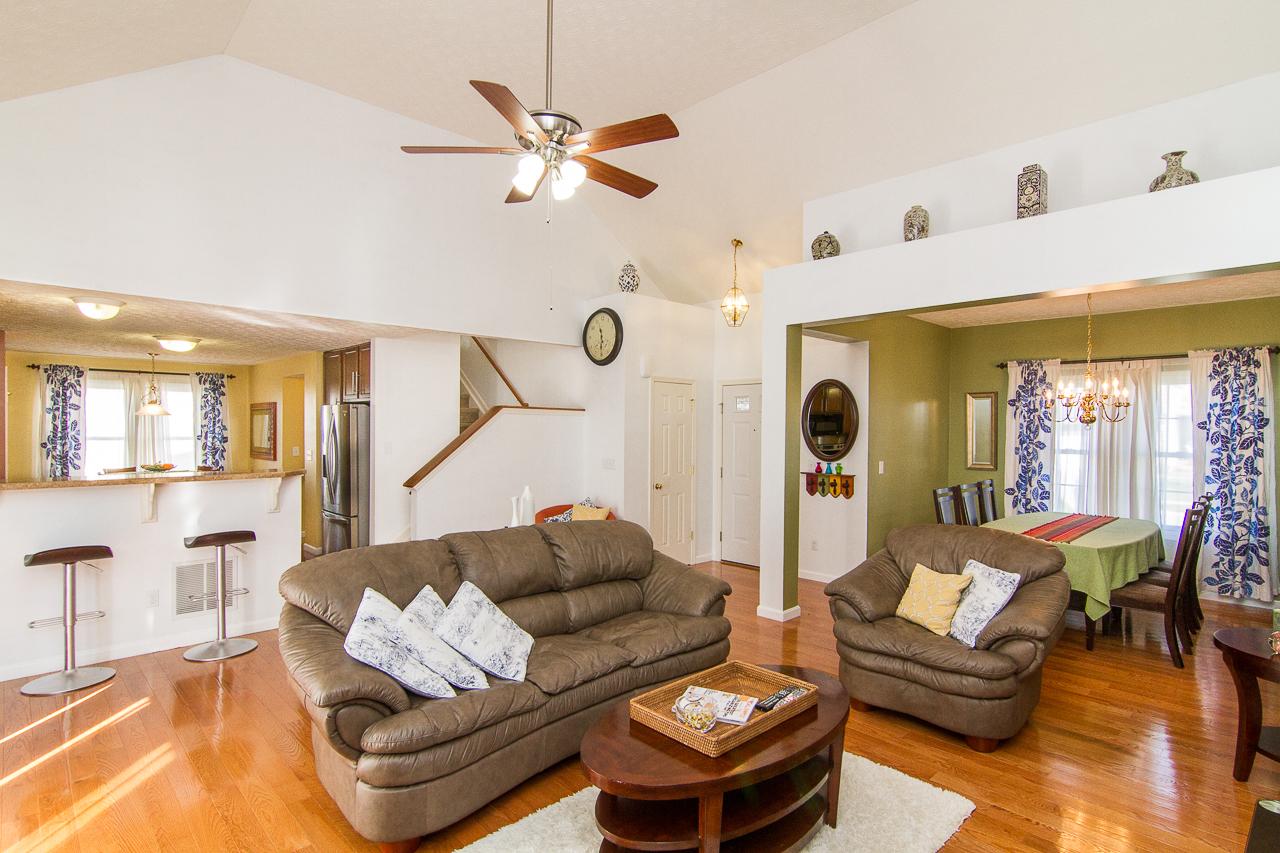 7611 Gadwall Way Louisville, KY 40218 Living Room