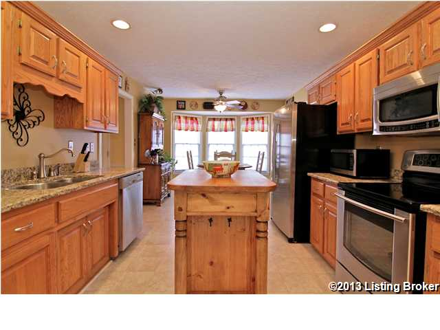 8502 Hurstbourne Woods Place Louisville, KY 40299 Kitchen